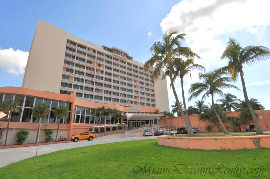 Miami Beaches Seville Hotel Gets A Rebirth Miami Beach Residential