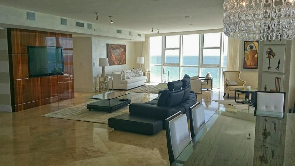 Trump Royale luxe Condo